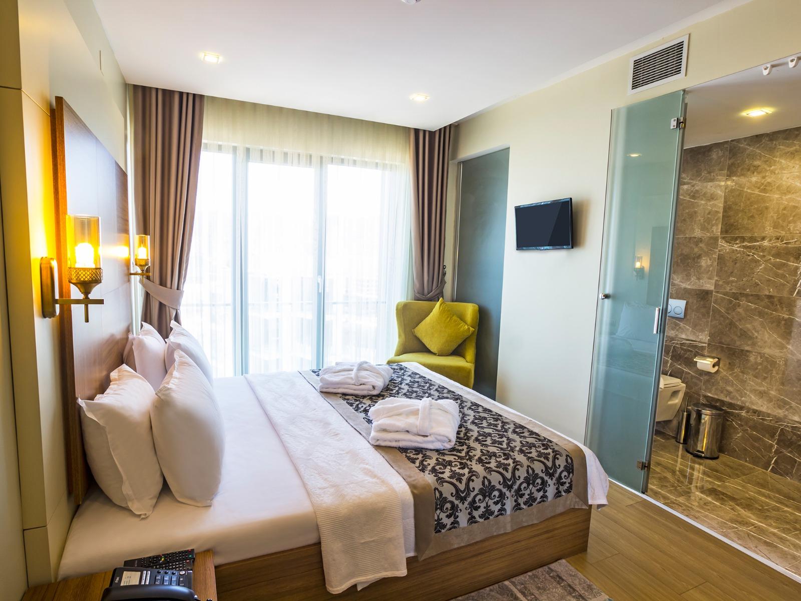 2+1 suite